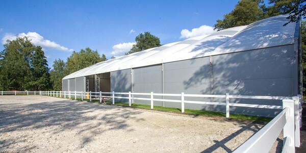 budowa hal namiotowych do jazdy konnej