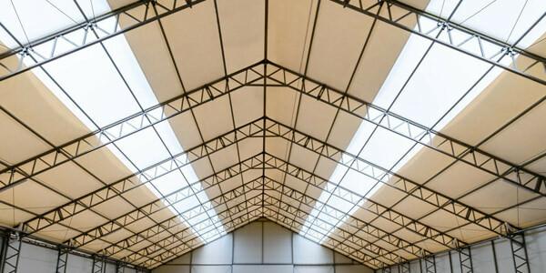dach sportowej hali namiotowej